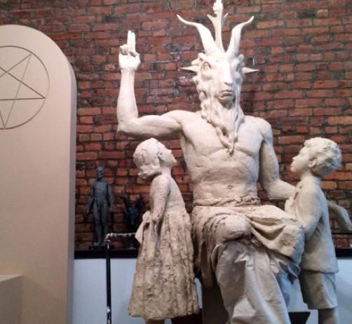 wholesale dealer 62450 1bc75 I Detroit har satanisterna rest en 3 meter hög baphomet-staty.